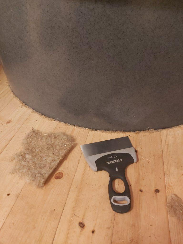 Pellavarivettä lattian ja Ekoletin väliin